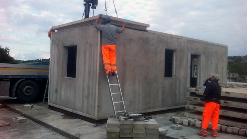 montaggio tetto modulo abitativo